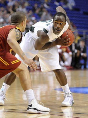 MSU's Travis Walton looks to pass the ball ast USC's Daniel Hackett  Sunday March 22, 2009 in Minneapolis at the NCAA tournament.  (photo by Rod Sanford)  Photo Gallery
