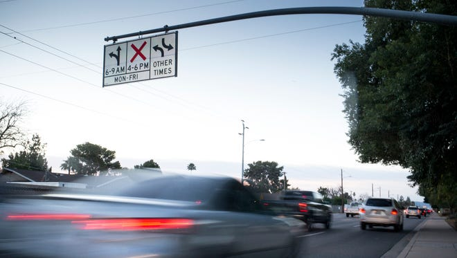Phoenix commuters who are battle-hardened from commutes on Seventh Street and Seventh Avenue may soon get relief: real-time electronic message signs showing if there's a faster route.