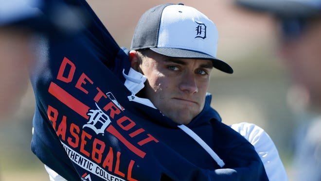 Detroit Tigers pitcher Chad Smith pulls on his windbreaker after playing catch Friday, Feb. 20, 2015, in Lakeland, Fla.