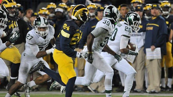 Jalen Watts-Jackson returns Michigan's fumbled punt attempt for a TD.