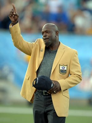 Emmitt Smith wants Colin Kaepernick to get back in the NFL.