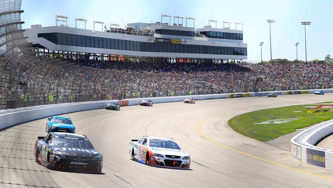 NASCAR returns to a short track this weekend, at Richmond's 0.75-mile oval.