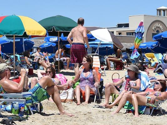wil.beach.crowd.fourth