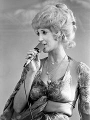 Country music star Tammy Wynette enthralls the 4th