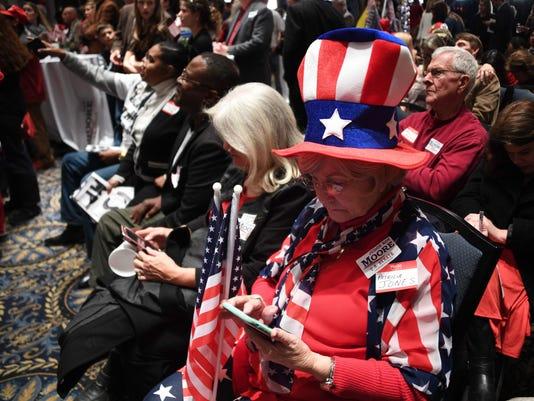TOPSHOT-US-POLITICS-VOTE-ALABAMA
