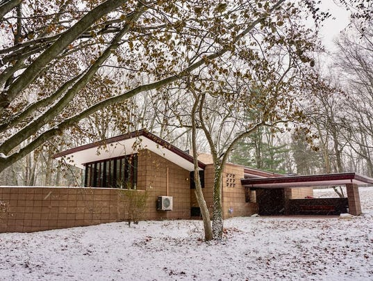 Two Frank Lloyd Wright homes available to rent in Mich.