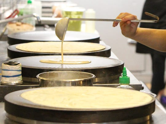 Making rice flour crepes at T-swirl crepe in White