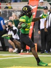 Oregon Ducks running back Darrian Felix (22) scores a touchdown against California.
