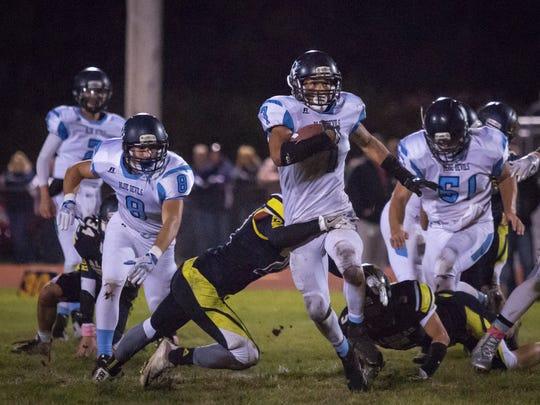 Richmond's D'Sean Hamilton runs the ball during a football game Friday, Oct. 14, 2016 at Algonac High School.