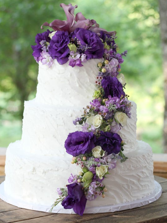 how to decorate wedding cakes with real flowers from house to home decorate a cake using real flowers 15689