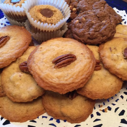 How to make easy butter pecan cookies