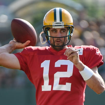 Green Bay Packers quarterback Aaron Rodgers throws
