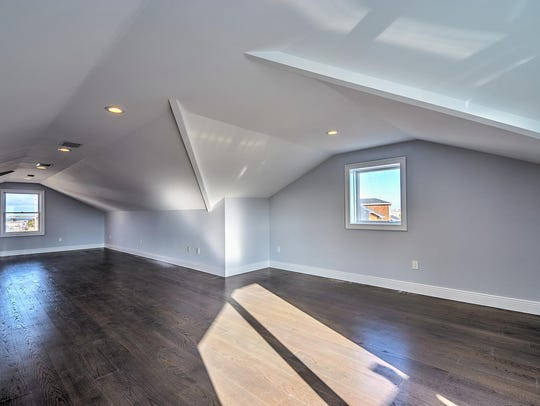 The home offers amazing 9-foot-ceilings.