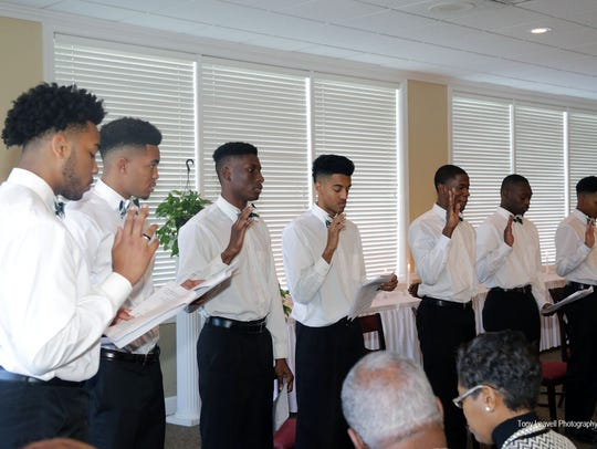 18 local high school seniors accept pledge of grooming