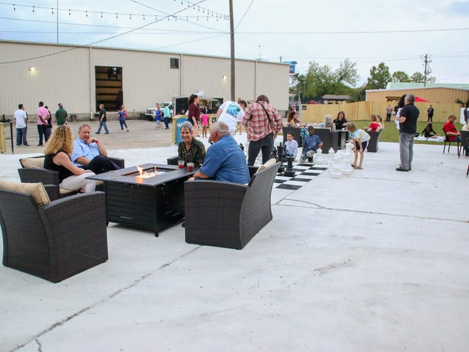 Hundreds of people enoy the De Luna Winery grand opening,