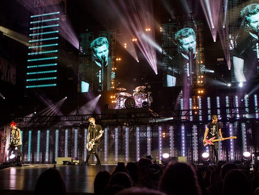 5 Seconds of Summer at Ak-Chin Pavilion in Phoenix 2014