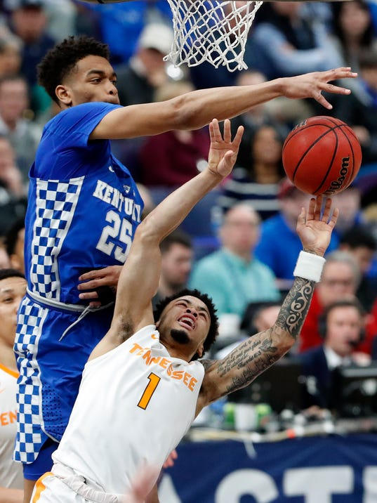 Kentucky's PJ Washington (25) blocks a shot by Tennessee's Lamonte Turner (1) during the second half of an NCAA college basketball championship game at the Southeastern Conference tournament Sunday, March 11, 2018, in St. Louis. Kentucky won 77-72. (AP Photo/Jeff Roberson)