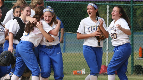 North Salem players celebrate after defeating Pine
