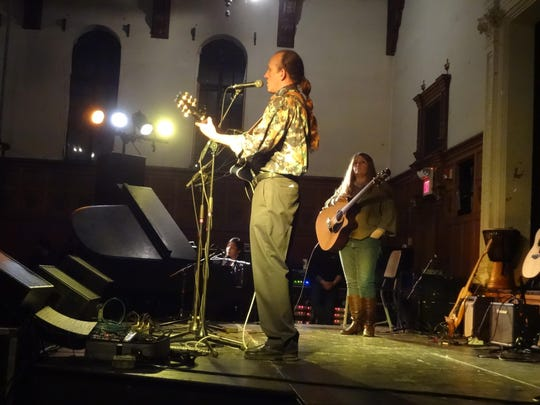 Joe Gaylord performs at the 2015 Joni Mitchell Tribute Concert.