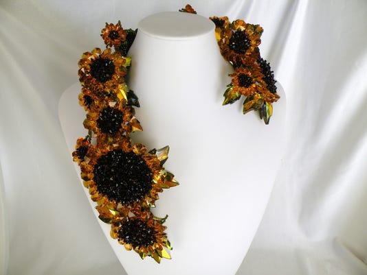 -dcn 0702 allen beads sunflowers ii.JPG_20140626.jpg