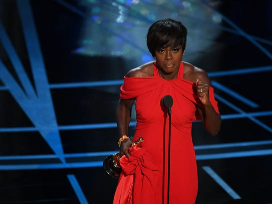 Viola Davis accepts her award for best supporting actress