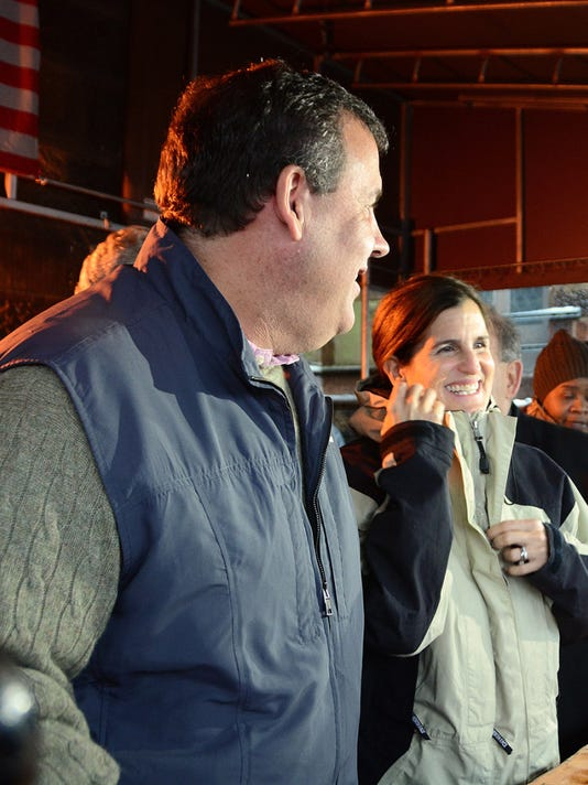 Gov. Chris Christie and First Lady Mary Pat Christie help to prepare and distribute Thanksgiving meals to those in need at the St. John's Soup Kitchen in Newark in November 2014. (NJ Office of Information Technology)