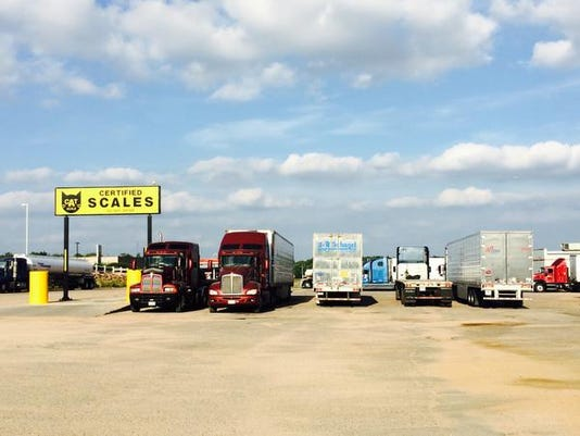 635737186316246967-Truck-stop