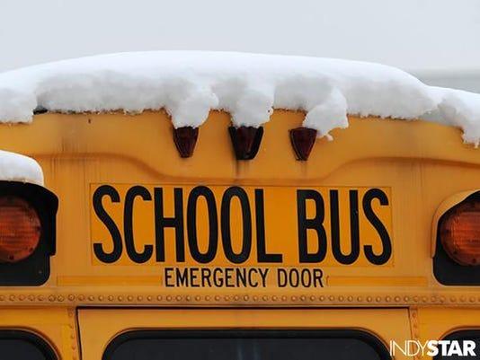 635882143415130433-school-bus-with-snow.jpg