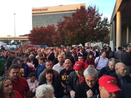 Line for @realDonaldTrump rally in Pensacola is growing. #pnjtrump #DonaldTrump #pensacola