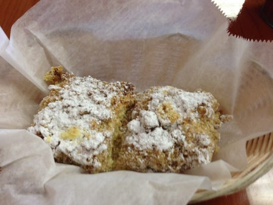 Rooster's Daytime Cafe's coffee cake had  cinnamon