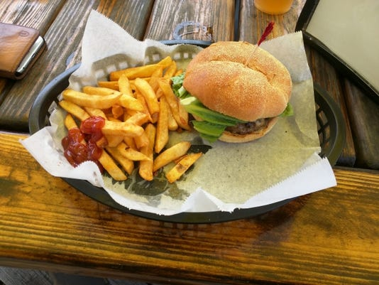 636360643349835603-Outriggers-bridge-burger--RENNE.jpg