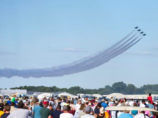 The United States Navy Blue Angels, (FA-18 Hornet),