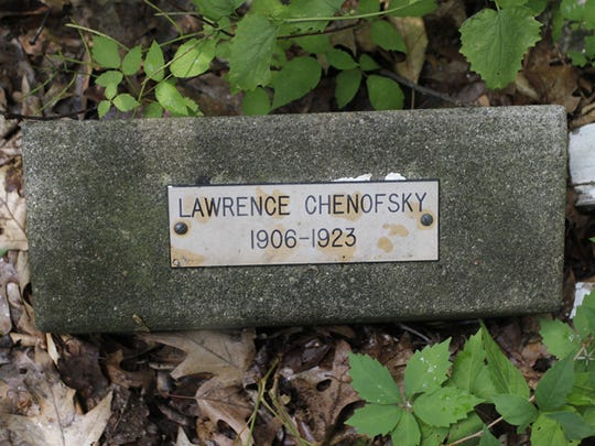 Larry Chenofsky's death certificate contained an error. It gave his birthday as 1903 instead of 1906.