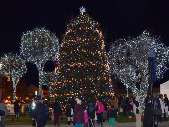 Hackensack tree lighting in 2015.