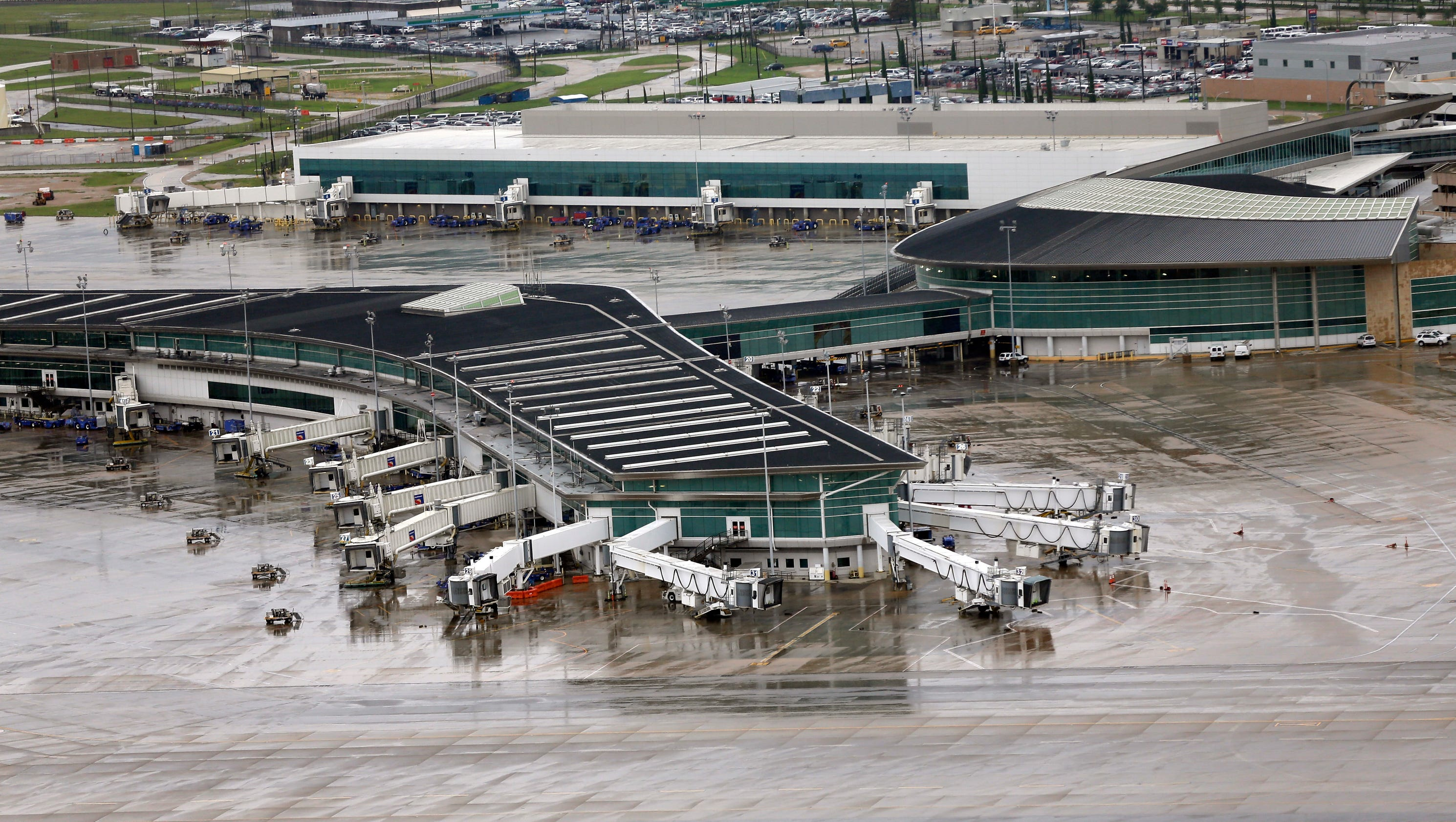 Harvey: Houston airports to resume limited operations today