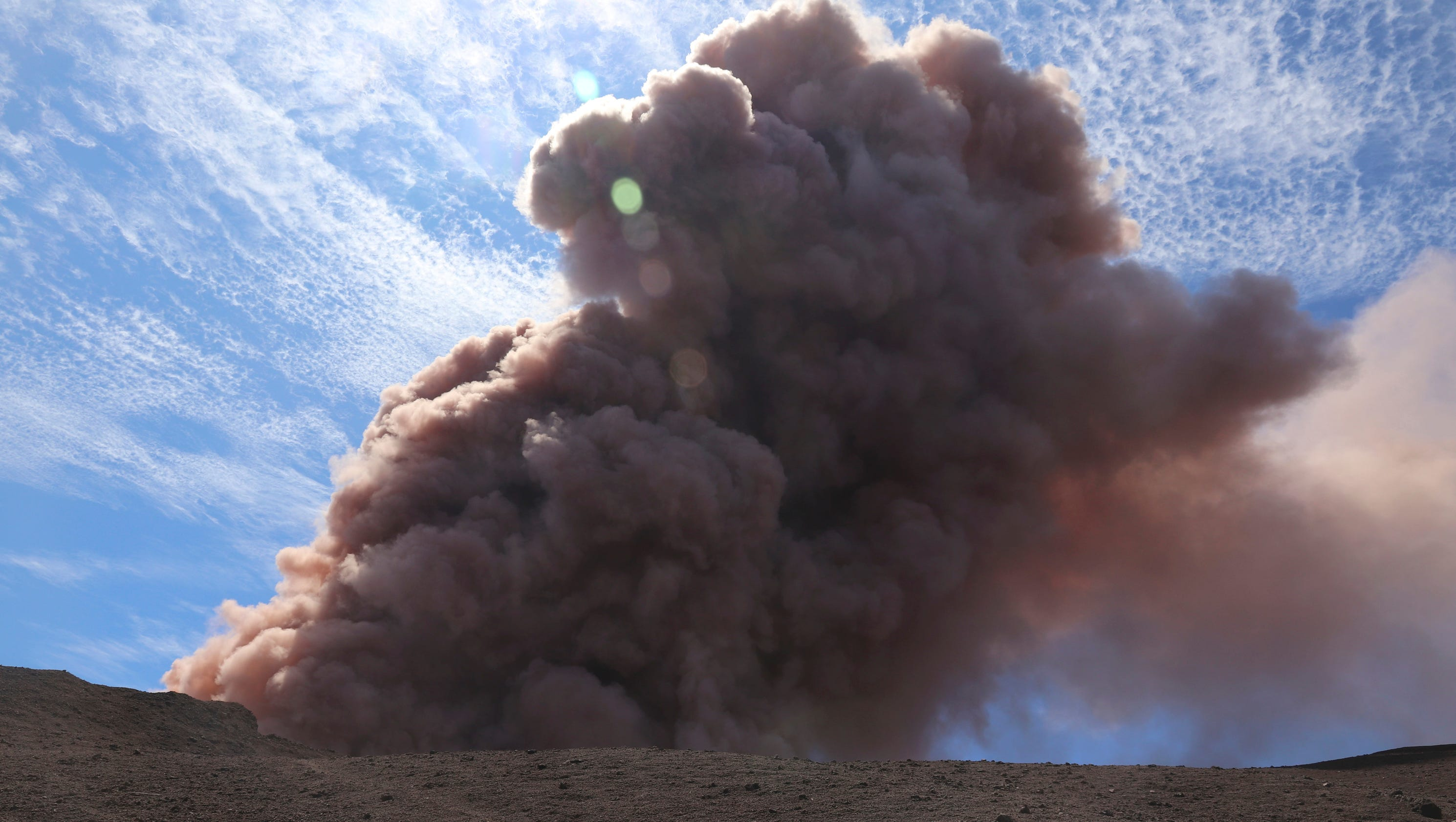 volcano chat Volcano facts 1 put simply, a volcano is an opening (usually in
