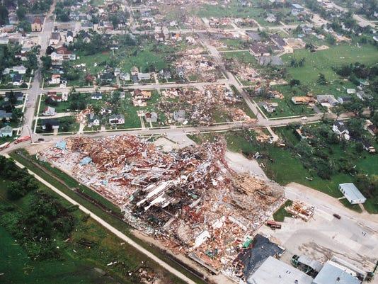 635729904057118277-0705-oakfield-tornado-41
