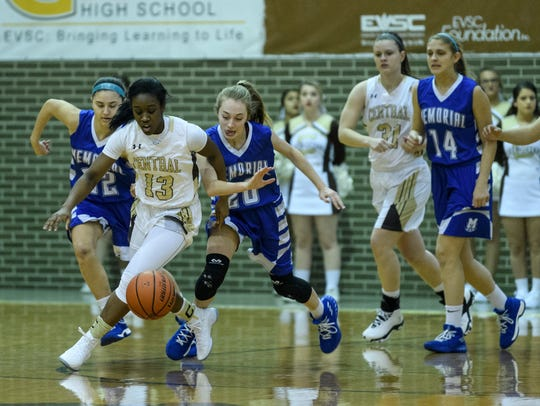 Central's Hya Haywood (13) and Memorial's Ryleigh Anslinger