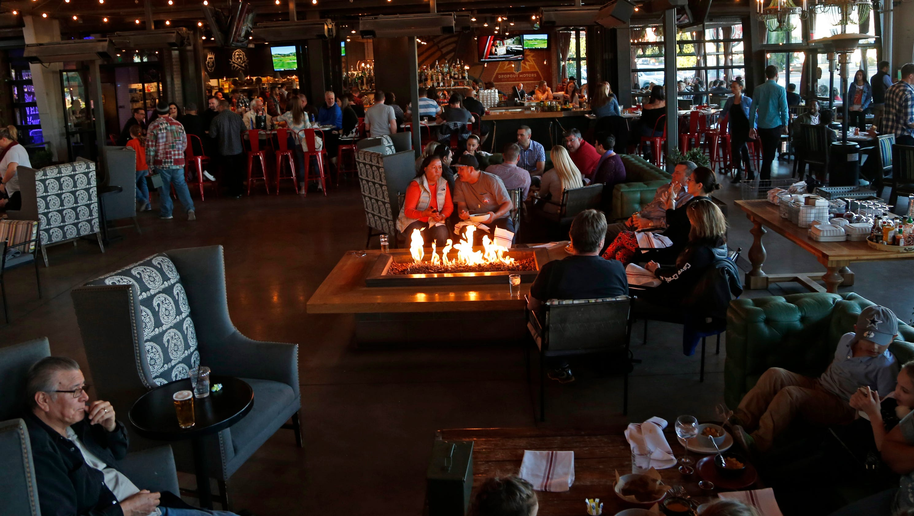 Best new food hubs 7th st restaurants fire up phoenix for Today s interiors phoenix