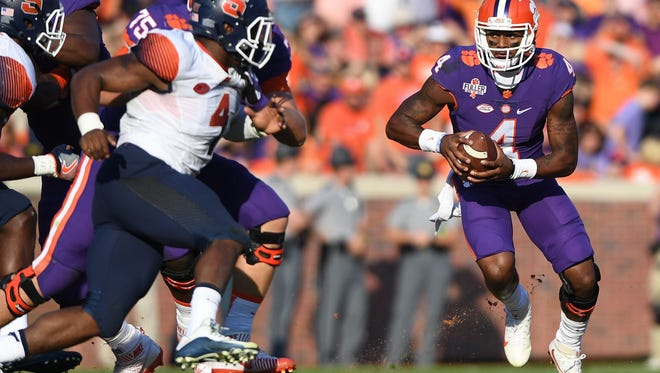Deshaun Watson (4) looks for running room against Syracuse on Nov. 5.