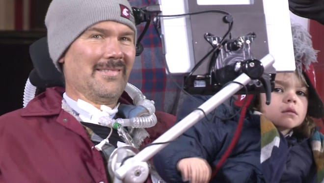 Gleason's pre-Apple Cup speech hits emotional chord with players