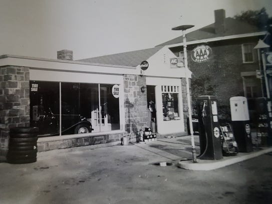 Smalley's garage when it was owned by Lester Smalley.