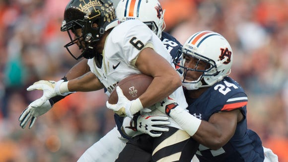 Auburn Tigers defensive back Blake Countess (24) tackles