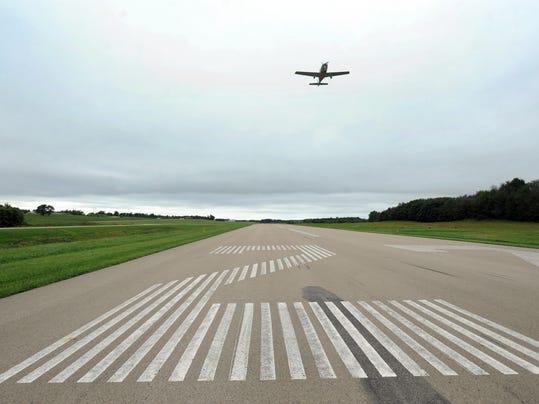cos 0914 airport 003.JPG