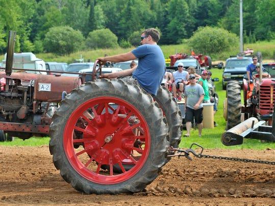 WDH 0727 Tractor pulls Gateway 11.JPG