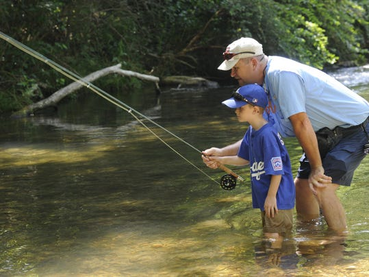 Free fishing weekend derbies scheduled june 10 12 for Arkansas game and fish license