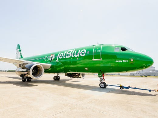 98bcd4f4fd9a JetBlue unveiled an Airbus A320 painted in the colors
