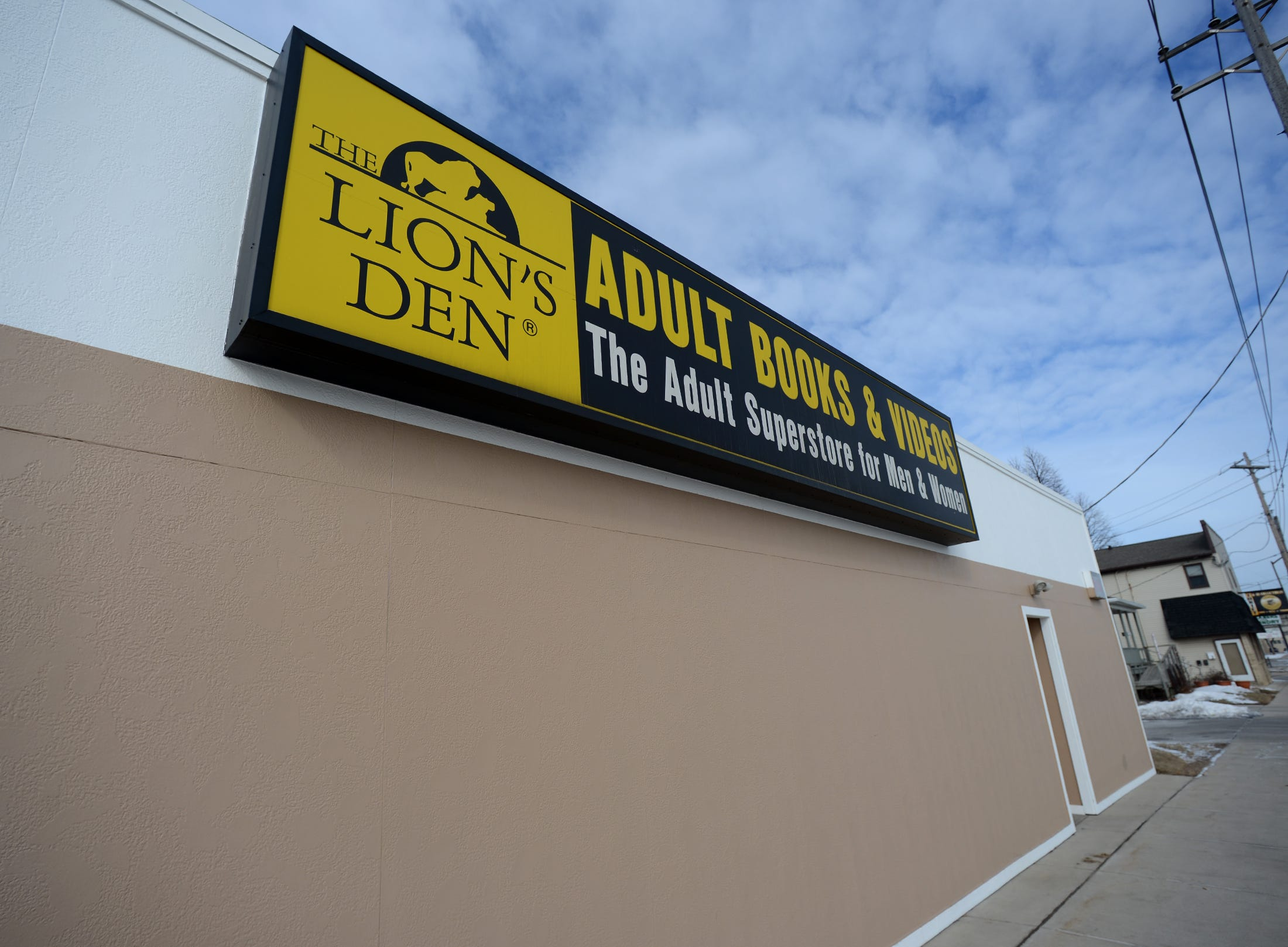 Adult den lion store wisconsin