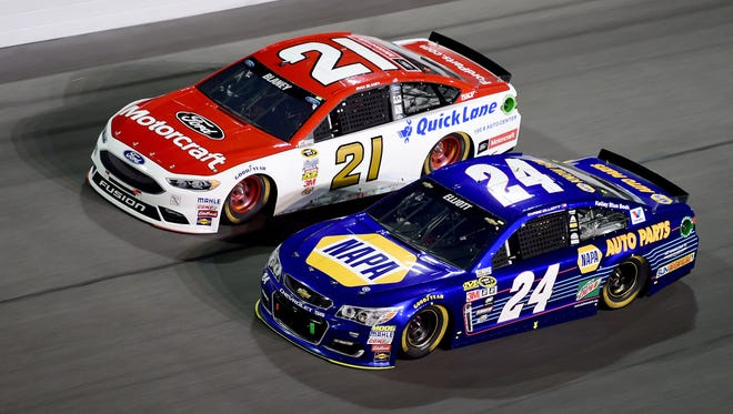 Ryan Blaney (21) and Chase Elliott (24) race for position during the Daytona 500.