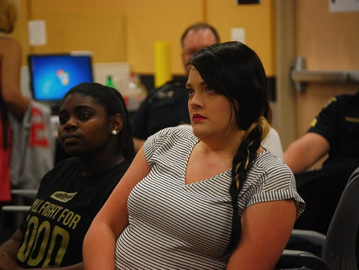 UCF students listen to UCFPD Officer Pete Stephens